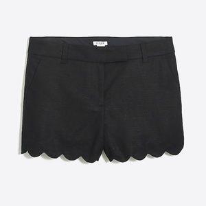 Scallop shorts in black